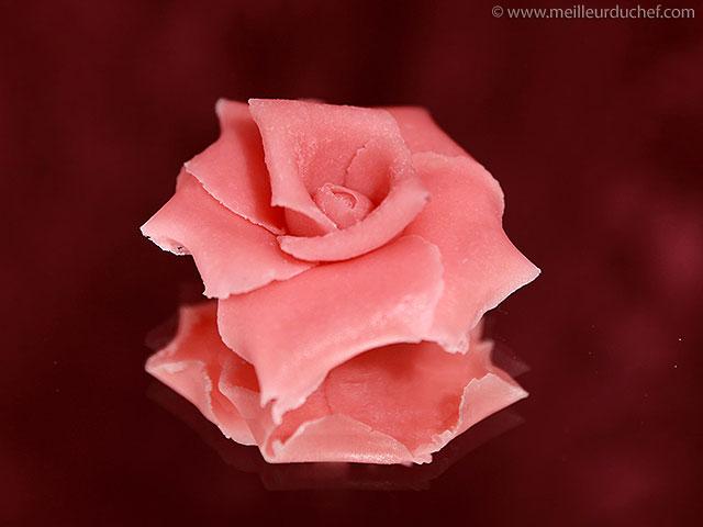 Rose en pâte d'amande  la recette illustrée  meilleurduchef.com