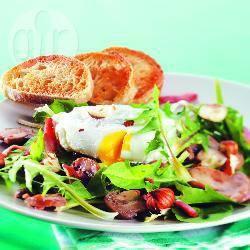 Recette salade de pissenlits au lard et aux œufs pochés – toutes ...
