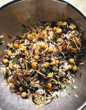 Riz basmati et riz sauvage aux pois chiches, raisins secs et herbes ...