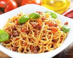 Recette spaghetti à la bolognaise au parmesan râpé