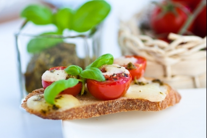 Recette de crostini mozzarella et petites tomates rapide