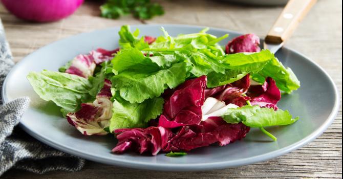 Recette de salade d'endives rouges et avocat à la vinaigrette de ...