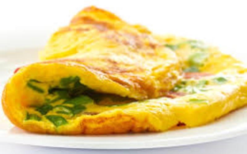 Recette omelette onctueuse à la ciboulette économique et rapide ...