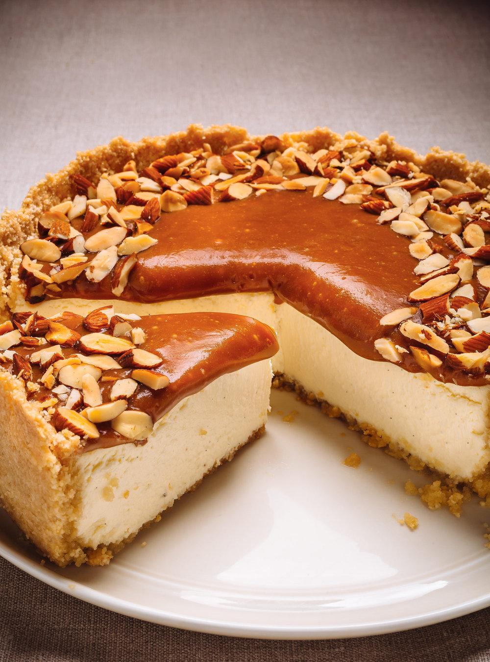 Gâteau au fromage au caramel et aux amandes | ricardo
