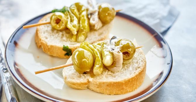 Recette de pintxo d'olives et d'anchois basque à l'huile d'olive