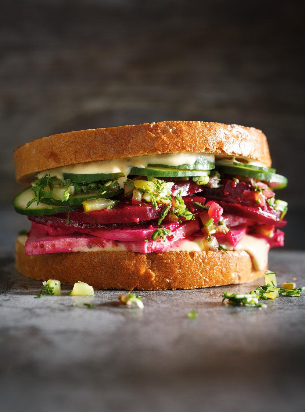 Sandwich déli à la betterave et au tofu | ricardo