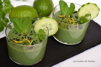Recette de gaspacho de concombre et avocat, citron vert et spiruline