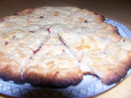 Recette de gâteau nantais au kirsch et amandes effilées