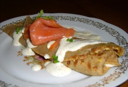 Recette de galette au saumon et crème aux fines herbes