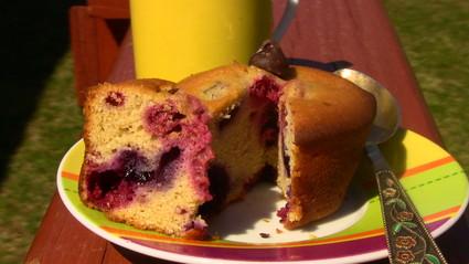 Recette de muffins framboises-choco-myrtilles