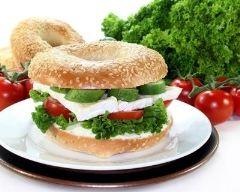 Recette bagel tomate, concombre et camembert