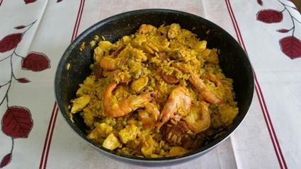 Recette de paëlla poulet, chorizo, crevettes, moules facile