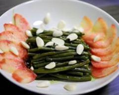 Recette salade de haricots verts, pêche blanche et amandes fraîches
