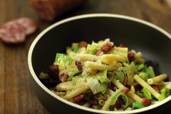 Recette de macaroni, saucisse et poireaux facile et rapide