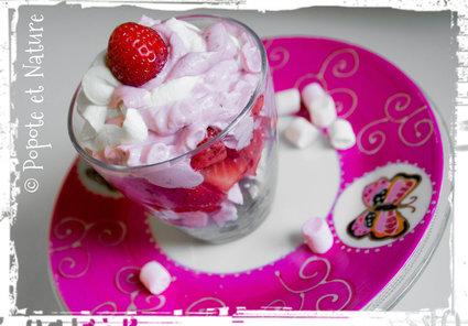 Verrines fraises raisins meringue et chantilly mascarpone aux deux ...