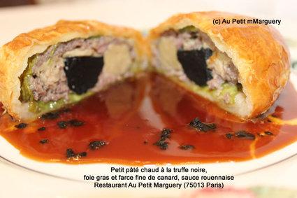 Recette de petit pâté chaud à la truffe noire, foie gras et farce fine de ...