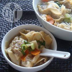 Recette soupe aux raviolis chinois au porc et aux gambas – toutes ...