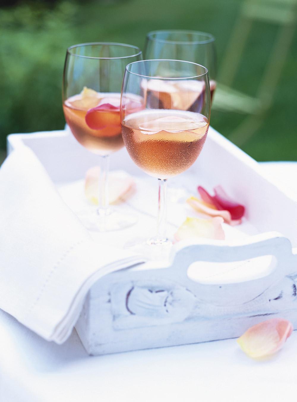 Vin rosé aux pétales de rose   ricardo
