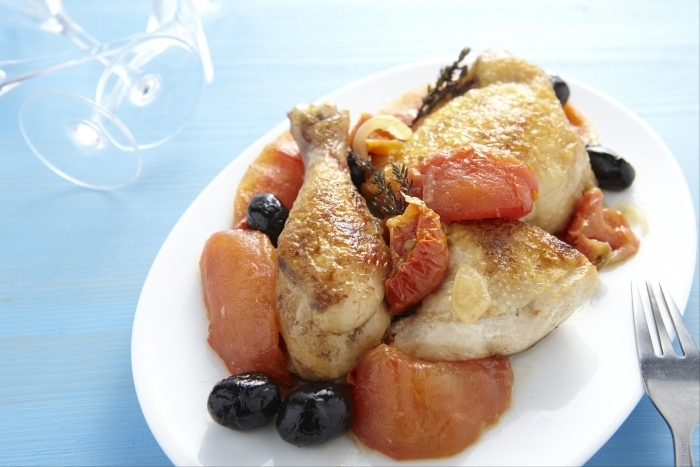 Recette de fricassée de poulet aux olives et aux tomates facile et ...
