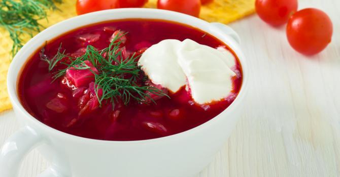 Recette de gaspacho fuchsia de tomate à la betterave minceur