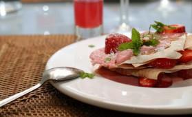 Mille-feuilles à la mousse de chocolat blanc et aux fraises pour 4 ...