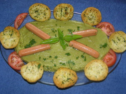 Recette de purée de pois cassés, saucisses et pain aillé