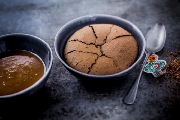 Recette de moelleux au chocolat et piment d'espelette, sauce ...