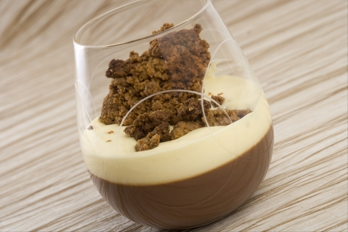 Recette de verrine alexander, chocolat, cognac et crumble facile et ...