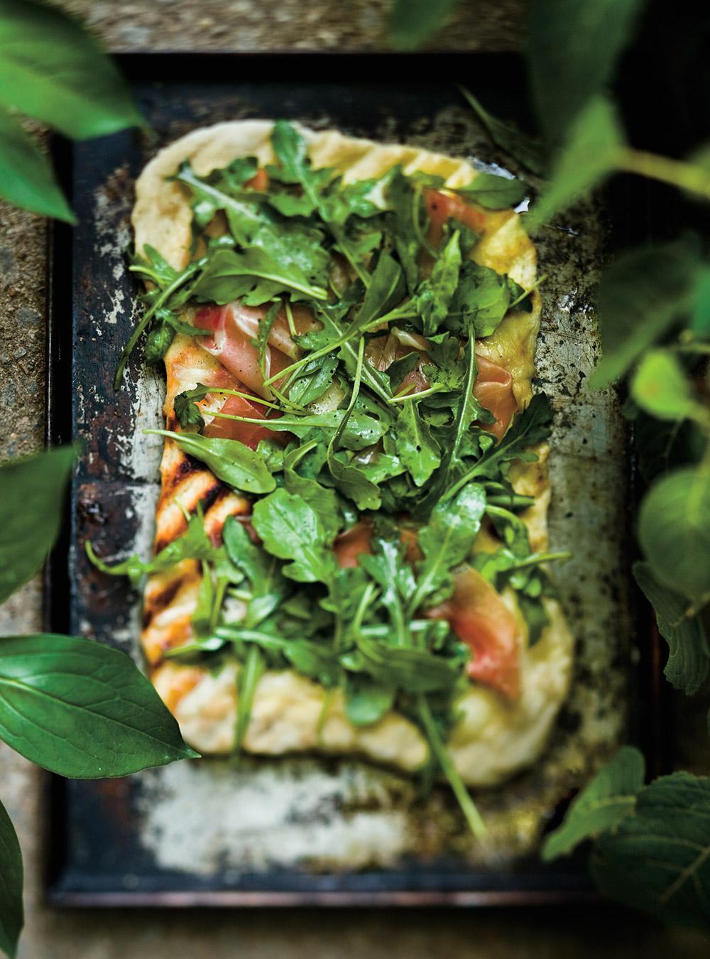 Pizzas fines au jambon de bayonne et à la roquette | ricardo