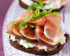 Recette toasts au fromage frais, jambon cru et figues