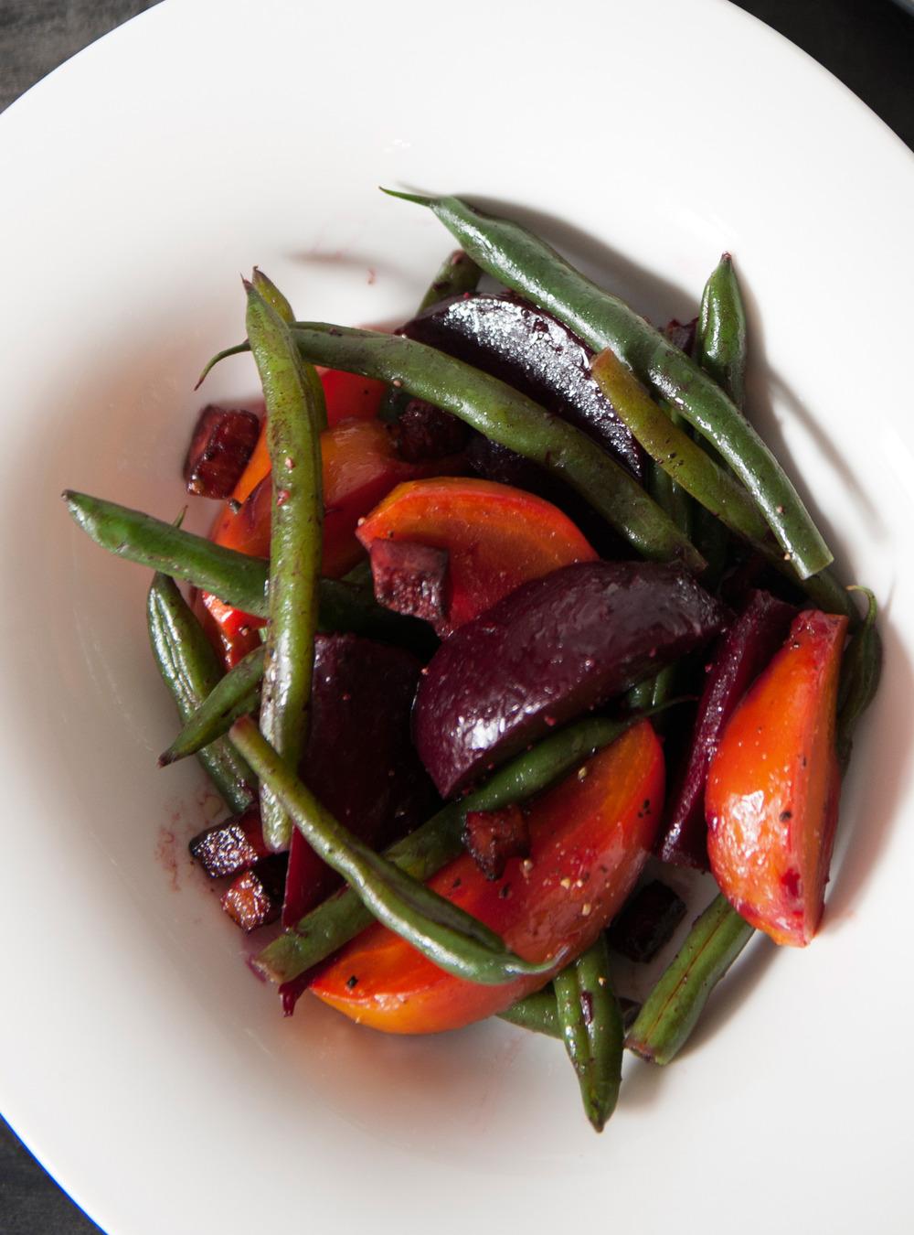 Salade tiède de betteraves et haricots au bacon | ricardo