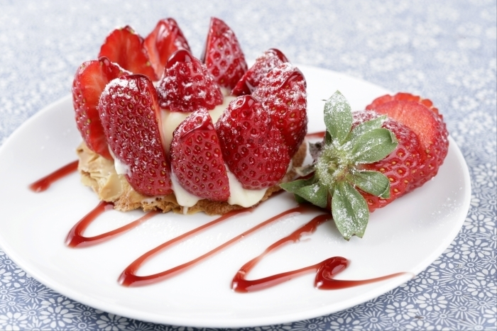 Recette de sablé breton, crème légère à la vanille et fraises facile et ...