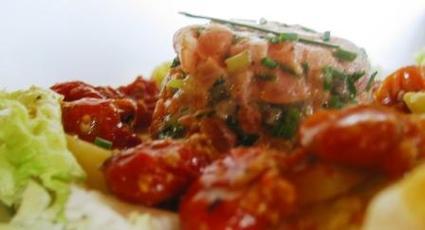 Recette de tartare de saumon, pommes de terre et tomates confites ...