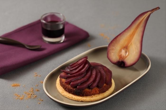 Recette de sablé à la crème d'amande, poire pochée au vin rouge ...