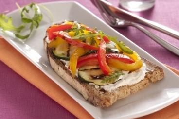 Recette de tartine de st môret et gros légumes grillés facile et rapide