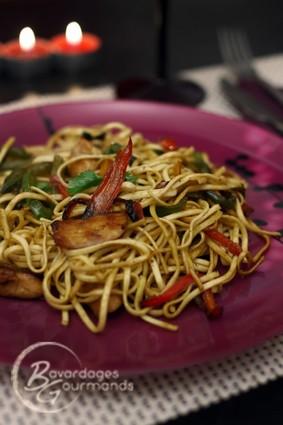 Recette de nouilles sautées poulet-poivrons à l'asiatique