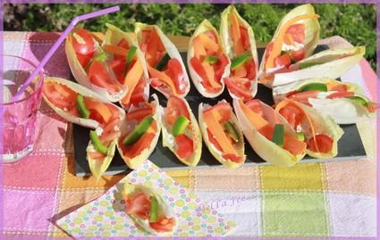 Recette de barquettes d'endive tomate carotte feta