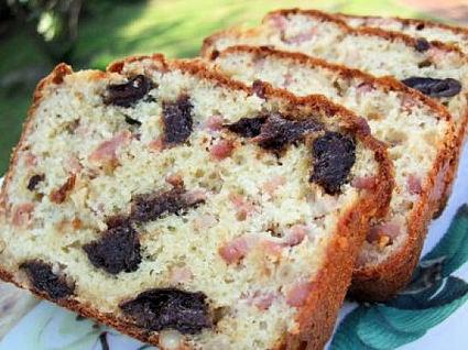 Recette de cake lardons, pruneaux et pignons
