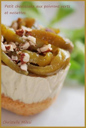 Recette de petit cheesecake aux poivrons verts et noisettes