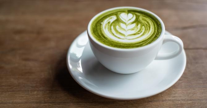 Recette de latte détox au thé vert matcha