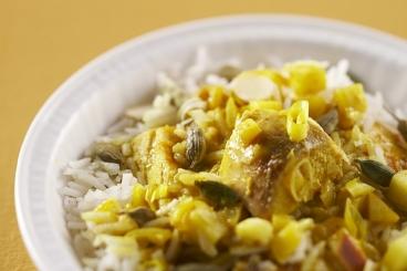 Recette de curry de volaille minute, riz basmati à la cardamome ...