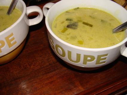 Recette de soupe au lait de coco, poulet, échalote et poireau