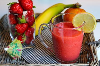 Recette de smoothie fraise, pomme et banane