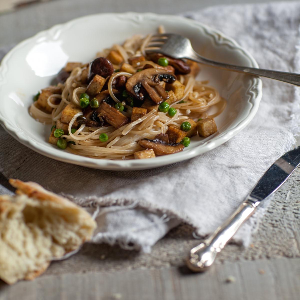 Nouilles soba asiatiques au tofu & champignons