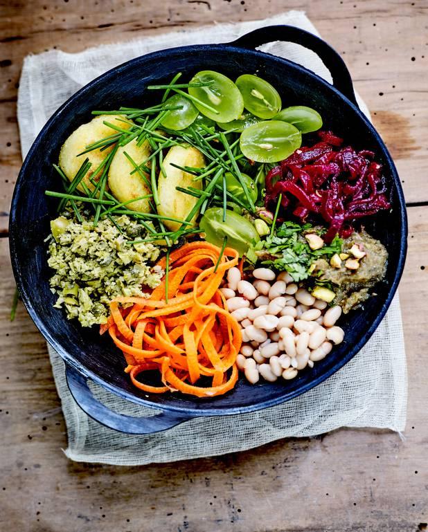 Buddha bowl palets de polenta, haricots blancs et purée d'aubergine