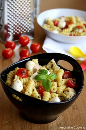 Recette de salade de pâtes au poulet, pesto, tomates cerise et ...