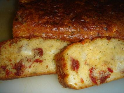 Recette de cake tomates séchées, chèvre et basilic