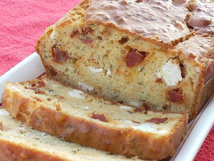 Recette de cake chorizo, feta, tomates séchées, origan