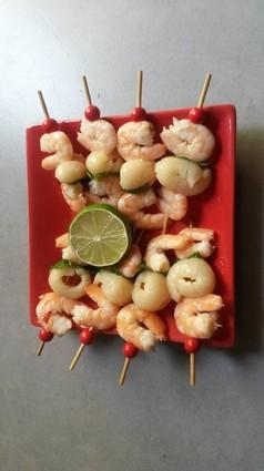 Recette de brochettes de crevettes, litchees et menthe