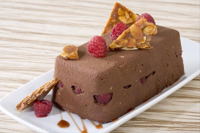 Recette de terrine de chocolat au coeur de framboise et nougatine ...